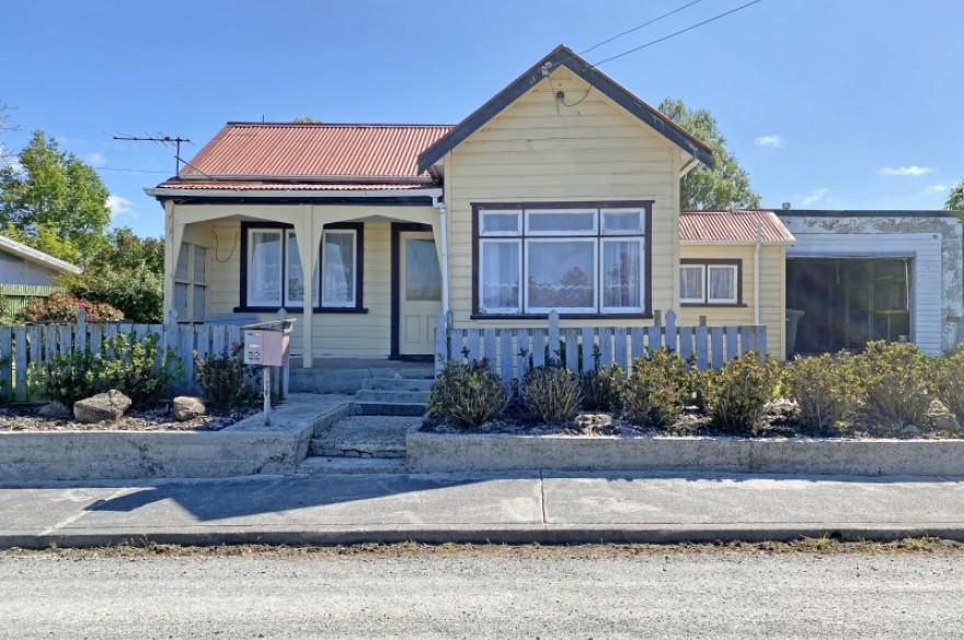 25 Cowes Street, Kaitangata