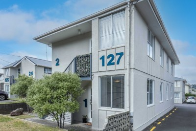 unit-1-127-queens-drive-lyall-bay